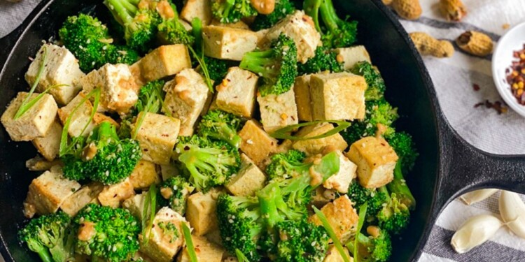BROCCOLI AND TOFU WITH SPICY PEANUT SAUCE RECIPE