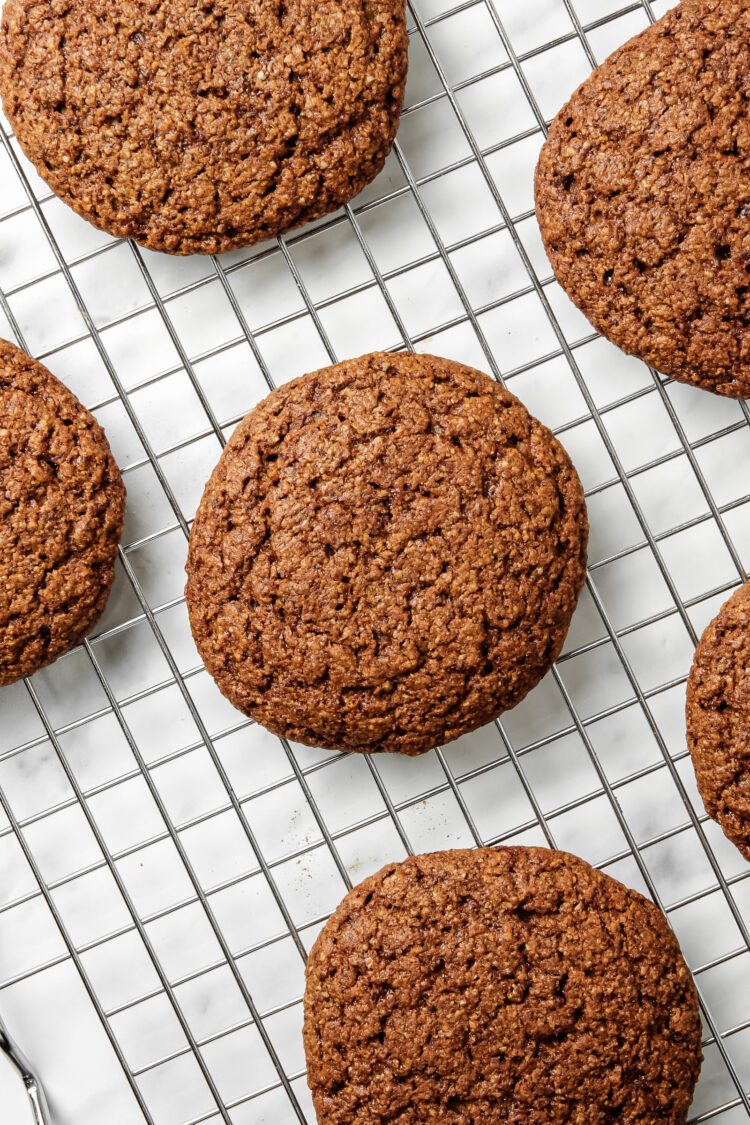 Delicious and Easy Vegan Cinnamon Oatmeal Cookies